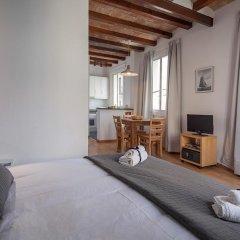 Апартаменты Habitat Apartments Beach Studio Барселона комната для гостей