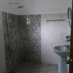 Отель Sunrise Beach Inn Шри-Ланка, Пляж Golden Mile - отзывы, цены и фото номеров - забронировать отель Sunrise Beach Inn онлайн ванная фото 2