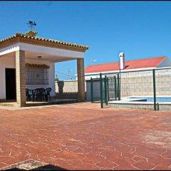 Отель Chalet Arroyo Испания, Кониль-де-ла-Фронтера - отзывы, цены и фото номеров - забронировать отель Chalet Arroyo онлайн спортивное сооружение