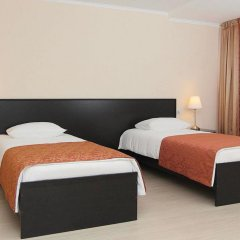 Гостиница Voyage Hotels Мезонин в Ставрополе 1 отзыв об отеле, цены и фото номеров - забронировать гостиницу Voyage Hotels Мезонин онлайн Ставрополь комната для гостей фото 2