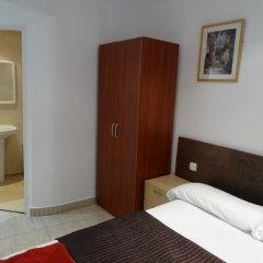 Отель Hostal Mont Thabor Улучшенный номер с различными типами кроватей фото 24