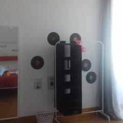 Отель Alfama 3B - Balby's Bed&Breakfast сейф в номере