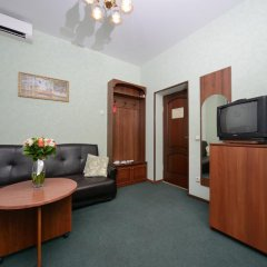 Гостиница Ярославская 3* Стандартный семейный номер с различными типами кроватей фото 6