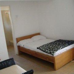 Отель T.N. Hospitality Self Catering Budget Apt. - Osu комната для гостей фото 2