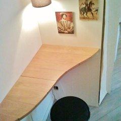 Апартаменты Apartment at Notre-Dame Париж комната для гостей фото 2