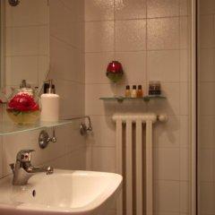 Отель Easy Così Affittacamere Здание Barolo ванная