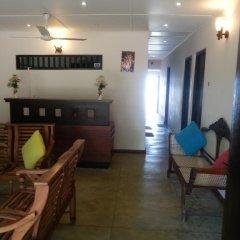 Отель Thiranagama Beach Hotel Шри-Ланка, Хиккадува - отзывы, цены и фото номеров - забронировать отель Thiranagama Beach Hotel онлайн интерьер отеля фото 3