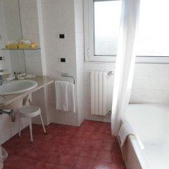 Отель IH Hotels Milano Ambasciatori 4* Стандартный номер с различными типами кроватей фото 9