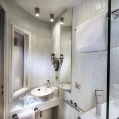 Отель Du Cadran Франция, Париж - 4 отзыва об отеле, цены и фото номеров - забронировать отель Du Cadran онлайн ванная фото 2