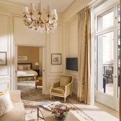 Shangri-La Hotel Paris 5* Улучшенный номер с различными типами кроватей