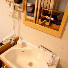 Отель K's House Tokyo Oasis Кровать в общем номере фото 17