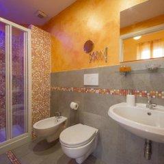 Отель Ridolfi Guest House 2* Стандартный номер с двуспальной кроватью (общая ванная комната)