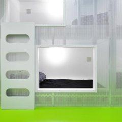 Отель Khaosan World Asakusa Ryokan Кровать в общем номере фото 4