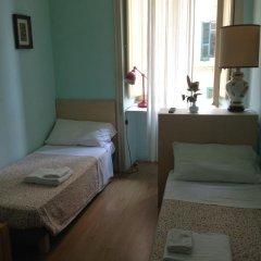 Отель Colazione Al Vaticano Guest House 3* Стандартный номер с двуспальной кроватью (общая ванная комната) фото 4