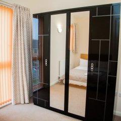 Отель Athletes Way House сейф в номере