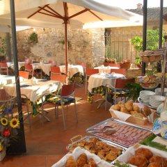 Отель Leon Bianco Италия, Сан-Джиминьяно - отзывы, цены и фото номеров - забронировать отель Leon Bianco онлайн питание фото 3