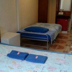 Отель Miggy Guest House Adults Only Бангкок бассейн