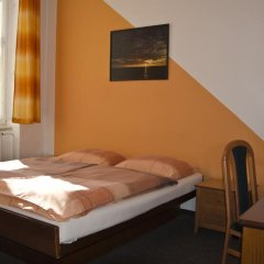 AZ-Hostel Стандартный номер с двуспальной кроватью (общая ванная комната)
