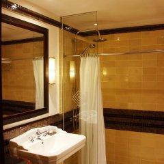 Отель Azerai La Residence, Hue 5* Улучшенный номер с различными типами кроватей фото 6