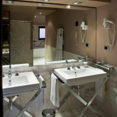 Отель UNAHOTELS Cusani Milano 4* Стандартный номер с разными типами кроватей фото 3