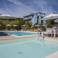 Отель Tre Rose Риччоне бассейн фото 2