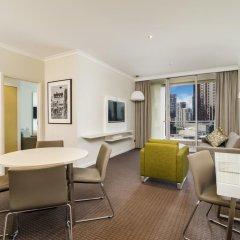 Отель Clarion Suites Gateway Люкс с различными типами кроватей фото 6