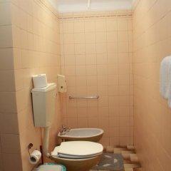 Отель Pensao Residencial Flor dos Cavaleiros 2* Стандартный номер с различными типами кроватей фото 11