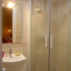 Отель Hostal Pensio 2000 2* Стандартный номер с двуспальной кроватью фото 26