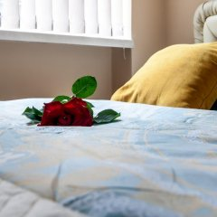 Апартаменты Queens Apartments в номере