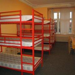 Happy Go Lucky Hotel + Hostel Кровать в общем номере