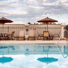 Отель Country Inn & Suites by Radisson, Midway, FL бассейн