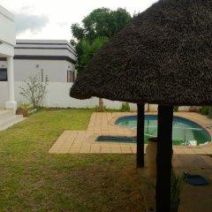 Отель Mmalai Guest House Габороне бассейн