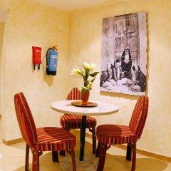 Отель Al Liwan Suites 4* Люкс с двуспальной кроватью фото 6