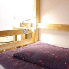 Отель K's House Tokyo Кровать в общем номере фото 3