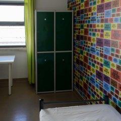 Hans Brinker Hostel Lisbon Кровать в общем номере с двухъярусной кроватью фото 10