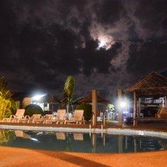 Отель Moon House Bungalows бассейн