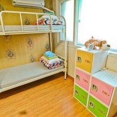 Отель Kimchee Hongdae Guesthouse Кровать в общем номере с двухъярусной кроватью фото 5