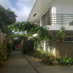 Отель Charm Guest House - Hostel Филиппины, Пуэрто-Принцеса - отзывы, цены и фото номеров - забронировать отель Charm Guest House - Hostel онлайн парковка