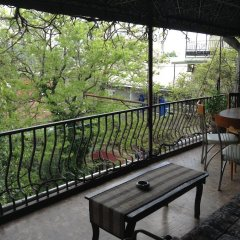 Отель Tsisana Guest House балкон