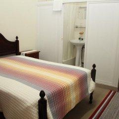 Отель Alojamento local Ideal 2* Стандартный номер с двуспальной кроватью (общая ванная комната)
