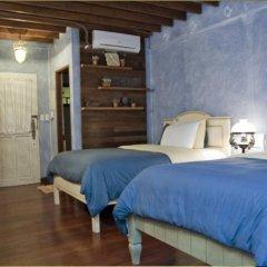 Отель Joaquin's Bed and Breakfast Филиппины, Тагайтай - отзывы, цены и фото номеров - забронировать отель Joaquin's Bed and Breakfast онлайн комната для гостей фото 2