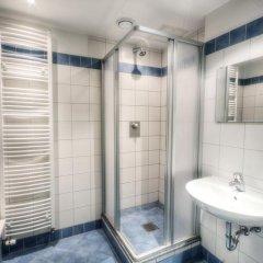 Euro Youth Hotel Стандартный номер с двуспальной кроватью (общая ванная комната) фото 4