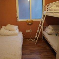 Отель Aroha Guest House 2* Кровать в общем номере с двухъярусной кроватью