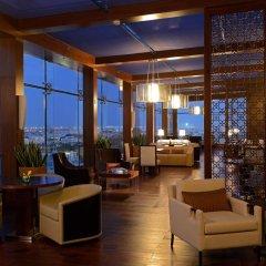 Отель The Ritz-Carlton Abu Dhabi, Grand Canal 5* Стандартный номер с различными типами кроватей фото 8