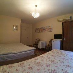 Отель Berk Guesthouse - 'Grandma's House' 3* Стандартный семейный номер с двуспальной кроватью фото 8