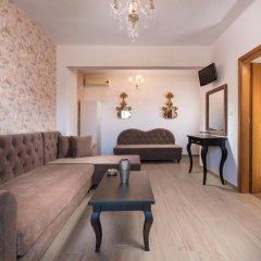 Отель George & Sia's House комната для гостей