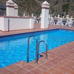 Отель Velez Nazari бассейн