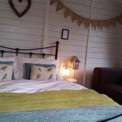Отель The Little Hide - Grown Up Glamping Бунгало с различными типами кроватей фото 9