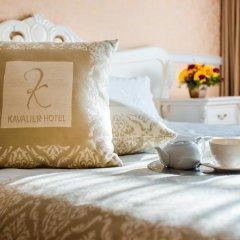 Kavalier Boutique Hotel 5* Улучшенный номер двуспальная кровать фото 6