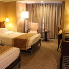 Beijing Dongfang Hotel сейф в номере